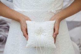 Brautmode-Katalin-Hochzeitsaccessoires-Ringkissen-R-0603_2